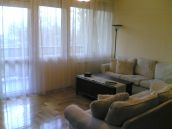II. kerület Pasaréten igényesen felújított nappali+4 szobás földszinti lakás, garázzsal, autóbeállóval eladó.