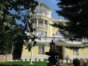 Istenhegyen 1930-as években épült és frissen felújított, átépített neobarok villa eladó